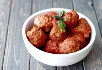 Meatballs for the Slow Cooker --from freezer to slow cooker